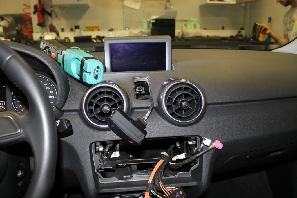 Autoradio Audi A1 : cr ateur d 39 options by car music expression autoradio navigation vid o dvd t l phone alarme ~ Melissatoandfro.com Idées de Décoration
