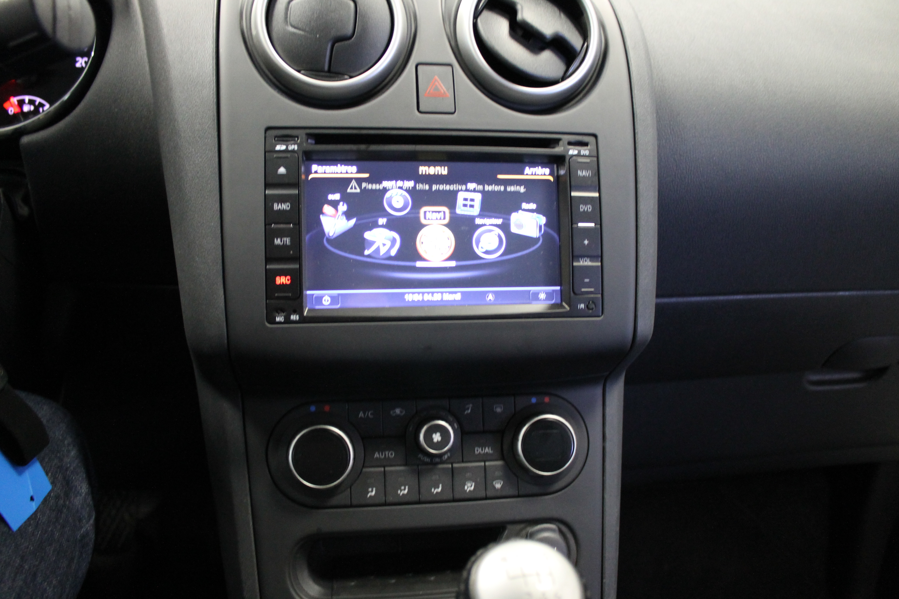 Cr ateur d 39 options by car music expression autoradio for Interieur qashqai 2015